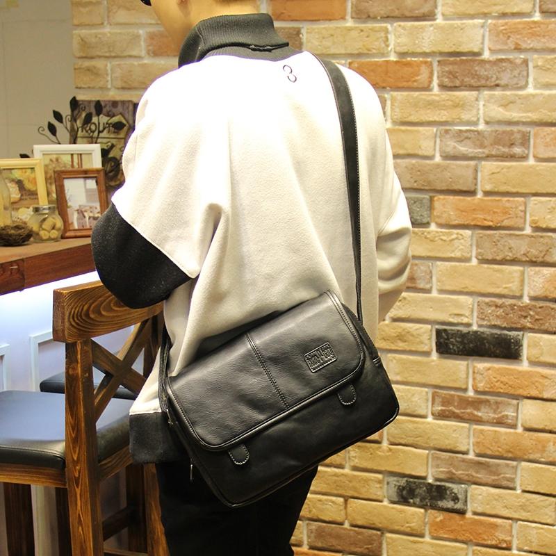 กระเป๋าสะพายข้างผู้ชาย รหัส A002