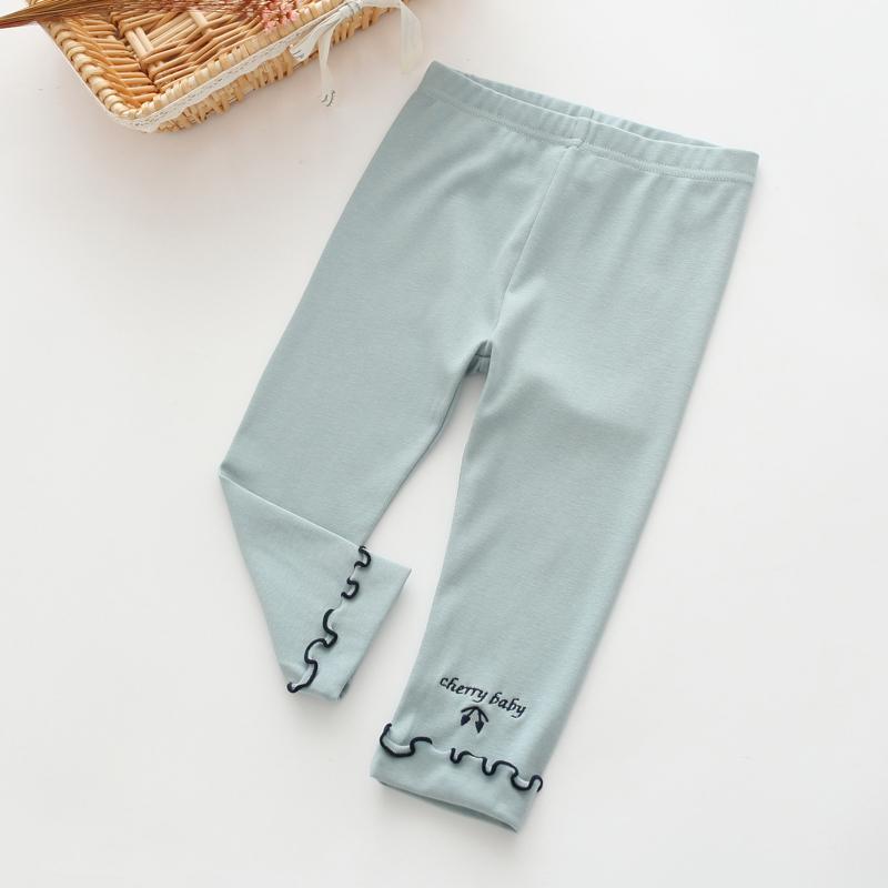 W028 : กางเกงขายาวสีเทาแต่งปลายขา