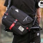 กระเป๋าสะพายข้างผู้ชาย เนื้อผ้า Oxford Spinning กันน้ำสีดำ รหัส A014